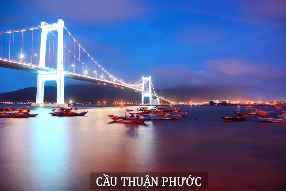 Cầu thuận phước là cây cầu treo bắc qua sông Hàn nối 2 quận Hải Châu và Sơn Trà