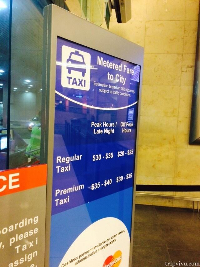Bảng giá xe taxi chạy theo công tơ mét được đặt tại điểm đón taxi