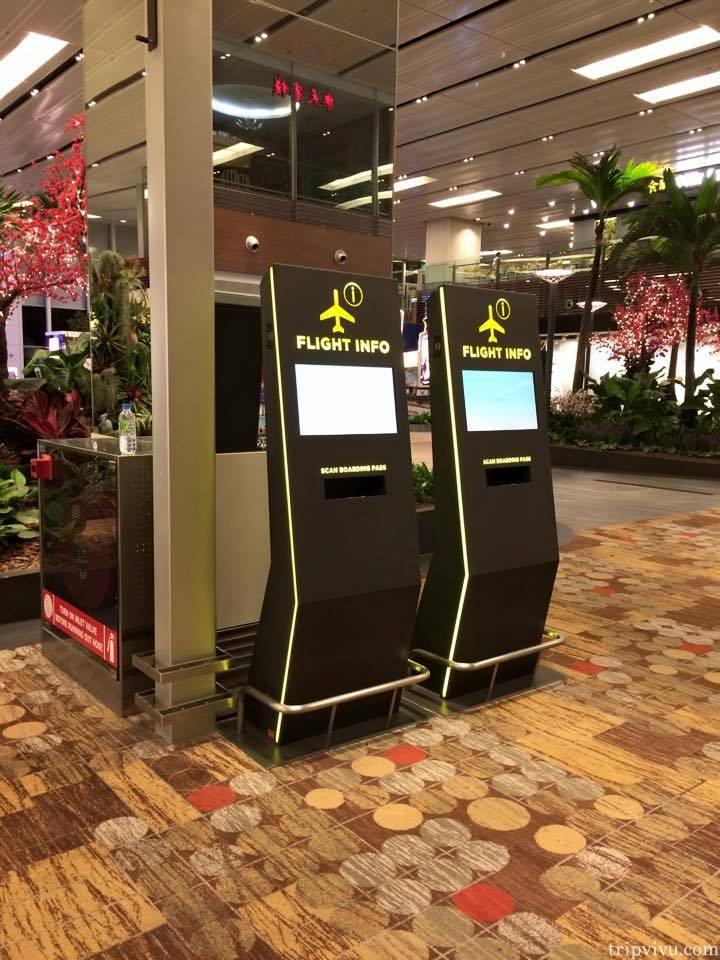 Cột thông tin tại sân bay giúp bạn tra cứu tất tần tật thông tin về chuyến bay của mình